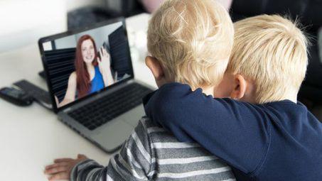 """12 % от децата у нас се отглеждали по """"скайп"""""""