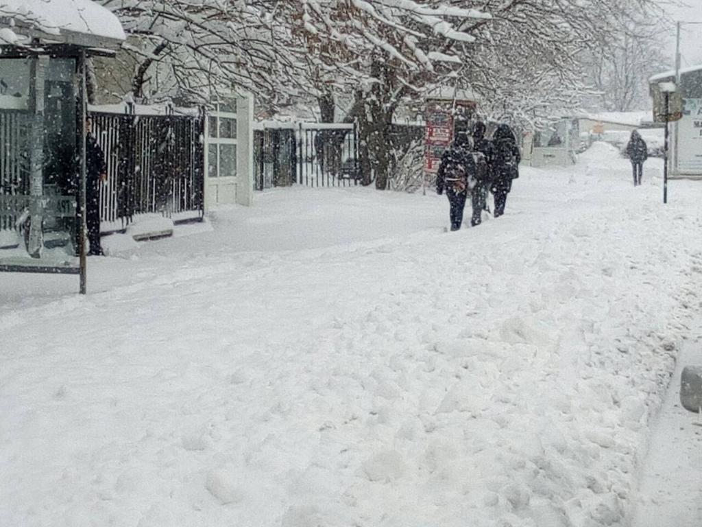 Сняг затрупа Видин, градът отново е непочистен
