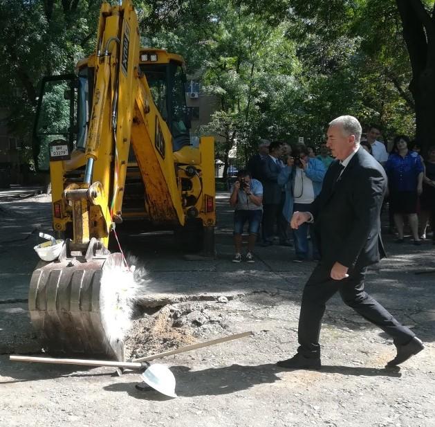 """120 бона за """"първата копка"""" на кмета"""