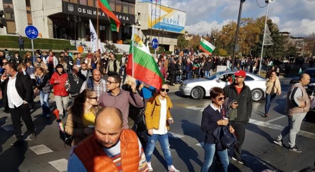 България се вдигна на бунт, протестите продължават