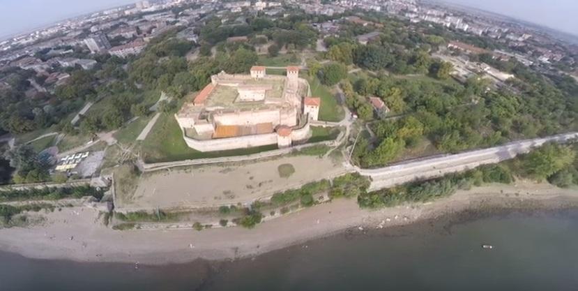 Как да продадеш част от площада или Крайдунавския парк?!